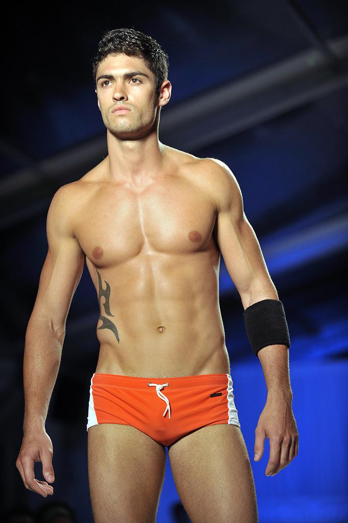 Tendencias y moda 2011 1012 for Traje de bano hombre